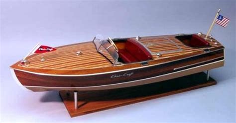 dumas chris craft racing runabout  wooden  scale