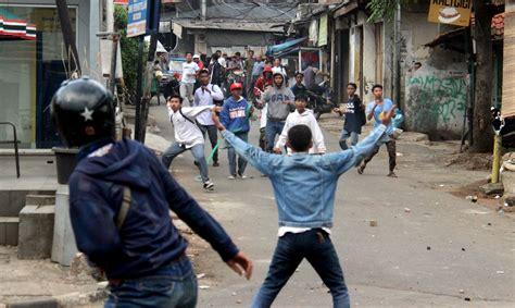 tawuran warga  remaja tewas luka bacok surat rakyat