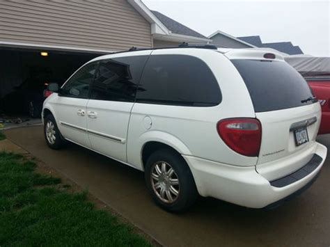 Chrysler Mini by Find Used 2005 Chrysler Town Country Limited Mini