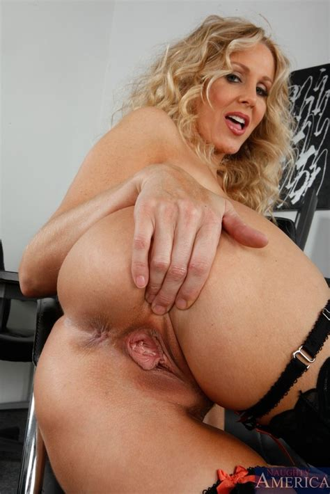 Classy Office Wench Takes Her Clothes Off And Gets Fucked
