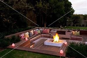 Abendstimmung uber elegantem sitzplatz im garten tiefer for Feuerstelle garten mit pflanzkübel de