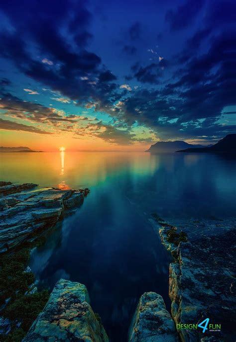 view  arctic ocean  midnight northern norway