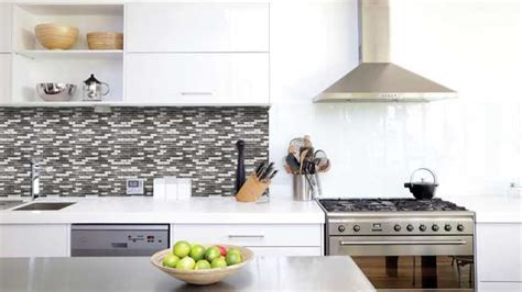 credence autocollant cuisine du carrelage adhésif pour relooker vos murs