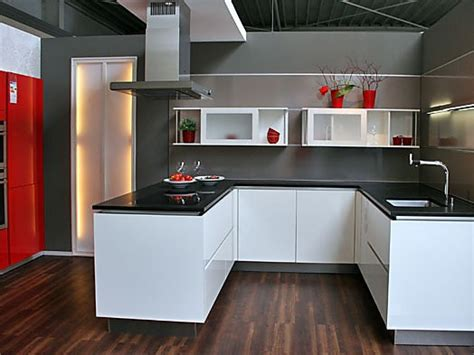 Inpura-musterküche Moderne U-küche Mit Nischenverkleidung Zum Abverkaufspreis