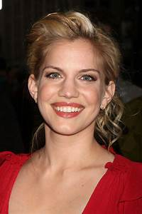 Anna Chlumsky - Watch Viooz