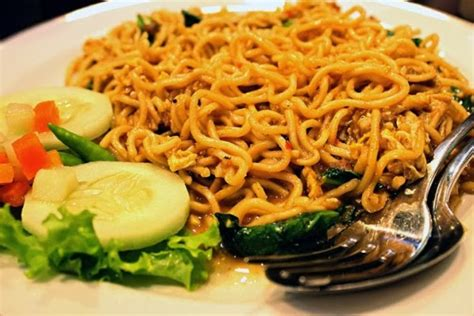 Kalau mampir ke restoran masakan china, biasanya kita juga bisa menemukan mie goreng. Resep Mie Goreng Aceh   i-Kuliner