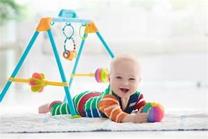 Spielzeug Für Baby 8 Monate : spielzeug ab 6 monate unser ratgeber f r sinnvolles ~ Watch28wear.com Haus und Dekorationen