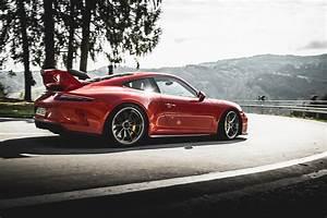 2018 Porsche 911 GT3 Vs 2018 Mercedes AMG GT R Love At