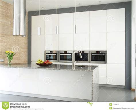 mur en cuisine cuisine blanche élégante avec le mur en de