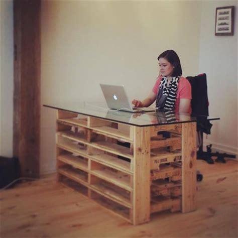 bureau en palette construisez votre propre bureau en palettes des idées