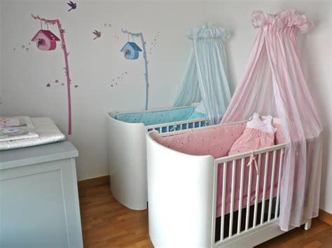 chambre de b b jumeaux idee deco chambre bebe jumeaux mixte