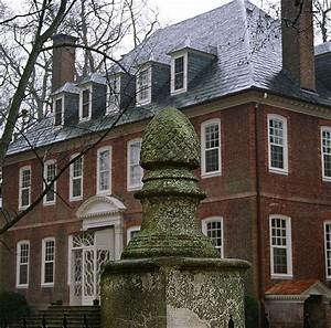 Stuff and Nonsense : The Colonial Williamsburg Official