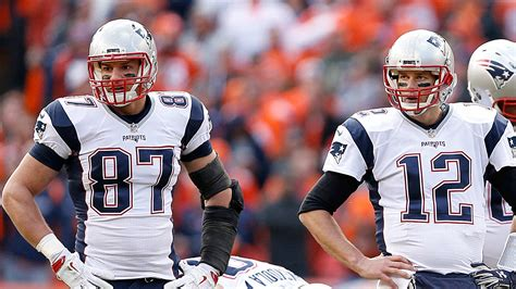 patriots tom brady  practicing  expected  play