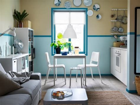 cuisine blanche et bleue peinture 3 couleurs sur un même mur