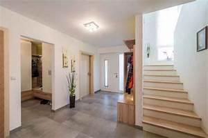 Farbgestaltung Flur Diele : gestaltung flur mit treppe ~ Orissabook.com Haus und Dekorationen