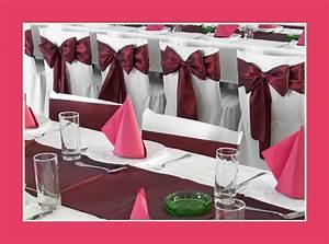 Tischdecken Für Lange Tische : einfache tischdeko mit servietten in bordeuax rot hochzeitsblog ~ Buech-reservation.com Haus und Dekorationen