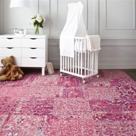 tapis chambre bebe fille le tapis chambre b 233 b 233 des couleurs vives et de l imagination