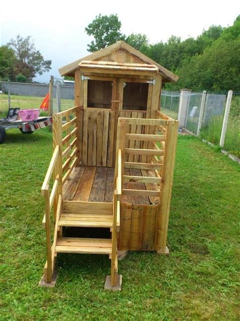 build easy diy playhouse  pallets pallet playhouse wooden pallets  playhouses