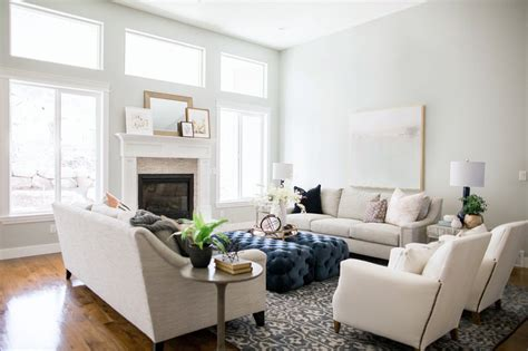Traditional White Color Living Room Design