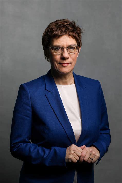 Doch merkel blieb herrin des verfahrens. Annegret Kramp-Karrenbauer: Wann kämpfen Frauen fürs KSK?