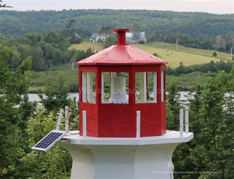 led solar powered light beacon  usb charger