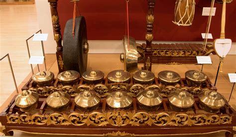 Pada zaman dahulu, bende berfungsi sebagai pertanda untuk. 16 Alat Musik Jawa Tengah Yang Patut Kamu Coba