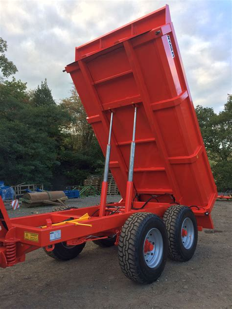 mccauley dump trailers  bourne tractors