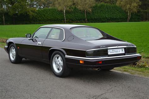 jaguar xj  xjs     litre   brooklands books  uk sagin workshop car