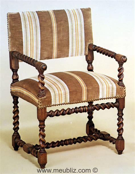 chaise louis xiii chaise à bras louis xiii à petit dossier meuble de style