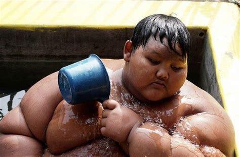 Once The World's Fattest Boy, This Indonesian Kid Has Shed 76kg & Is Ready To Go To School Gambar Hiasan Mading Dari Kertas Dinding Kaligrafi Jepara Tumpeng Yang Cantik 17 Agustusan Hari Pahlawan Murah Aksara Jawa Tutorial Wortel
