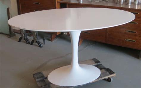 saarinen oval tulip table modernism