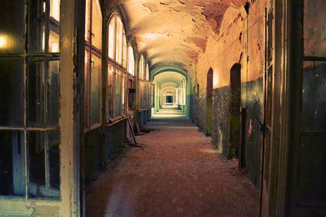 Corridor & Hallway :  Corridor, Hallway, Old, Run-down