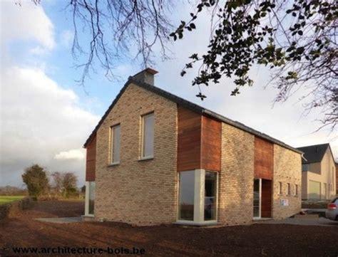 maison brique et bois maison bois et briques dans un lotissement architecture bois