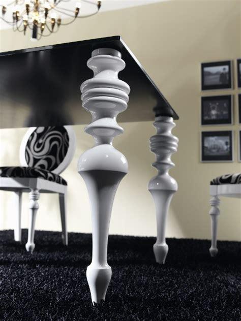 mesa de comedor  tapa cristal  patas torneadas