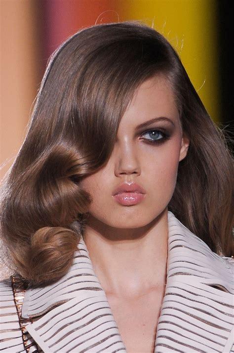top  makeup tips    nose  smaller top inspired