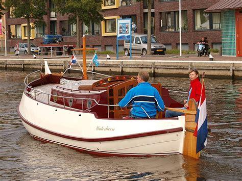 Platbodem Varen Aan De Maas by Heerlijk Varen Met Een Traditioneel Platbodem Motorjacht