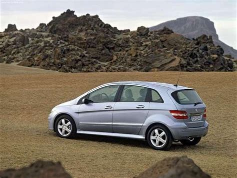 It has a navigation screen in the middle with phone set on its right. 2005 Mercedes B-class   car review @ Top Speed