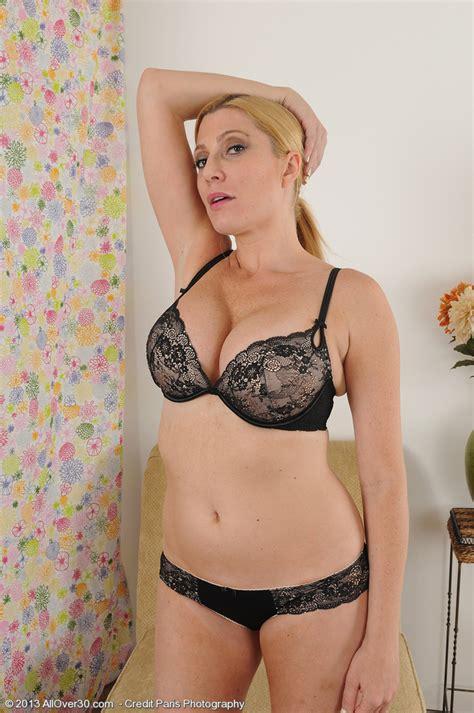 Allover Jennifer Is A Horny Blonde Housewife Jen