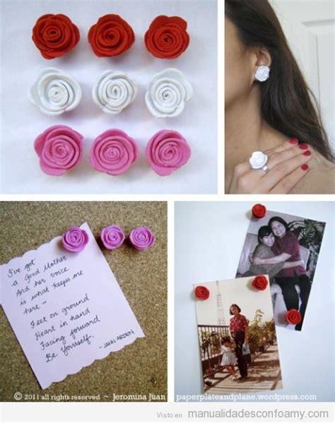 Anillos y pendientes hechos con rosas de foamy