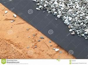 Geotextile Sous Gravier : geotextile layer between gray gravel and sand stock image ~ Premium-room.com Idées de Décoration