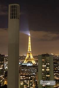 Tour De Cheminée : tour eiffel et chemin e du chauffage urbain de nuit depuis la tour paris c t seine boreally ~ Nature-et-papiers.com Idées de Décoration