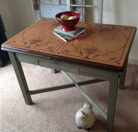 Lovely Vintage Kitchen Tables For An Elegant Eating Area