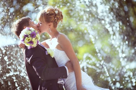Romantic Couple Kiss Anniversary Weddings Hd Images Hd