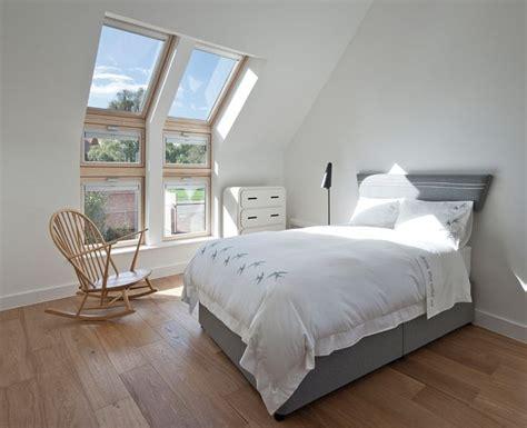 Schlafzimmer Unterm Dach by Bett Unterm Dachfenster Home Ideen