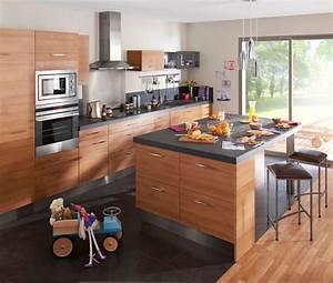 Cuisine avec coin repas table bar ilot pour manger for Petite cuisine équipée avec meuble de salle a manger en bois massif