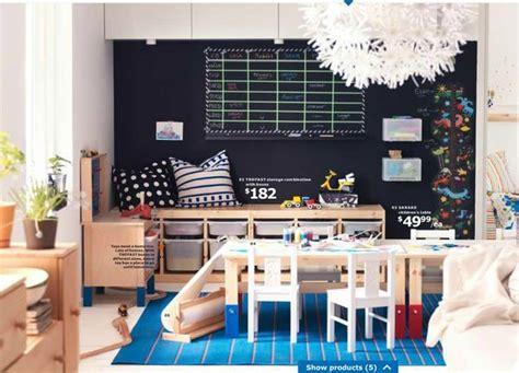 jeux de chambre à décorer rangement banc trofast ikea idee avec des coussins sur