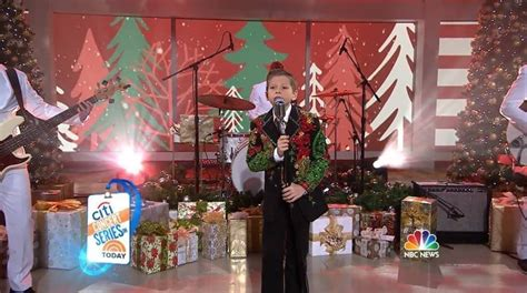 "Mason Ramsey Performs ""white Christmas"" On Today"