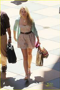 Full Sized Photo Of Emily Osment Cheesecake Factory 10