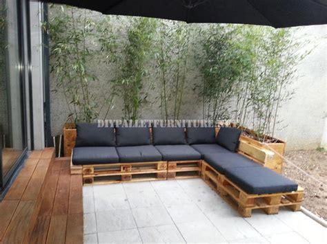 canapé exterieur palette 2 canapés d extérieur construits avec des palettes et le