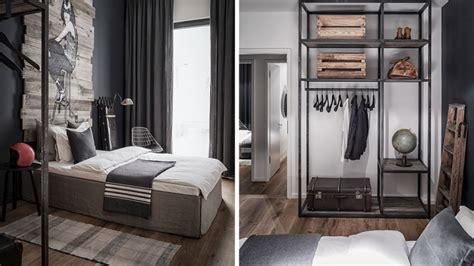 chambre indus appartement blanc noir et bois à berlin